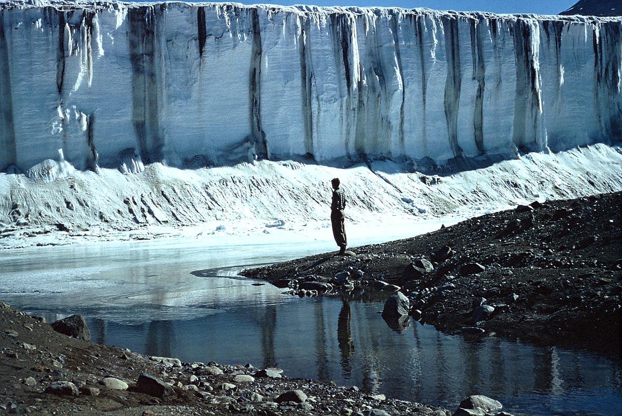 Commonwealth-Glacier-Stream