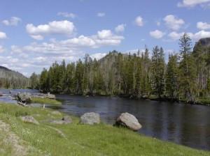 yellowstone-lake